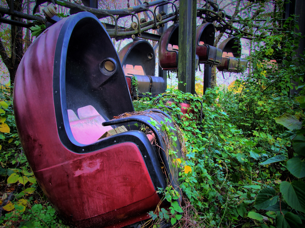 abandoned carriages at spreepark ©open media foundation