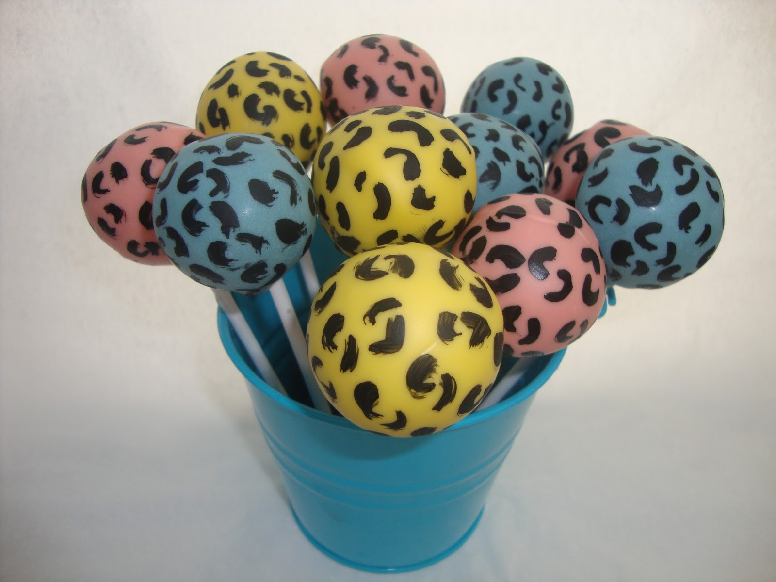 leopard-cake-pops.jpg
