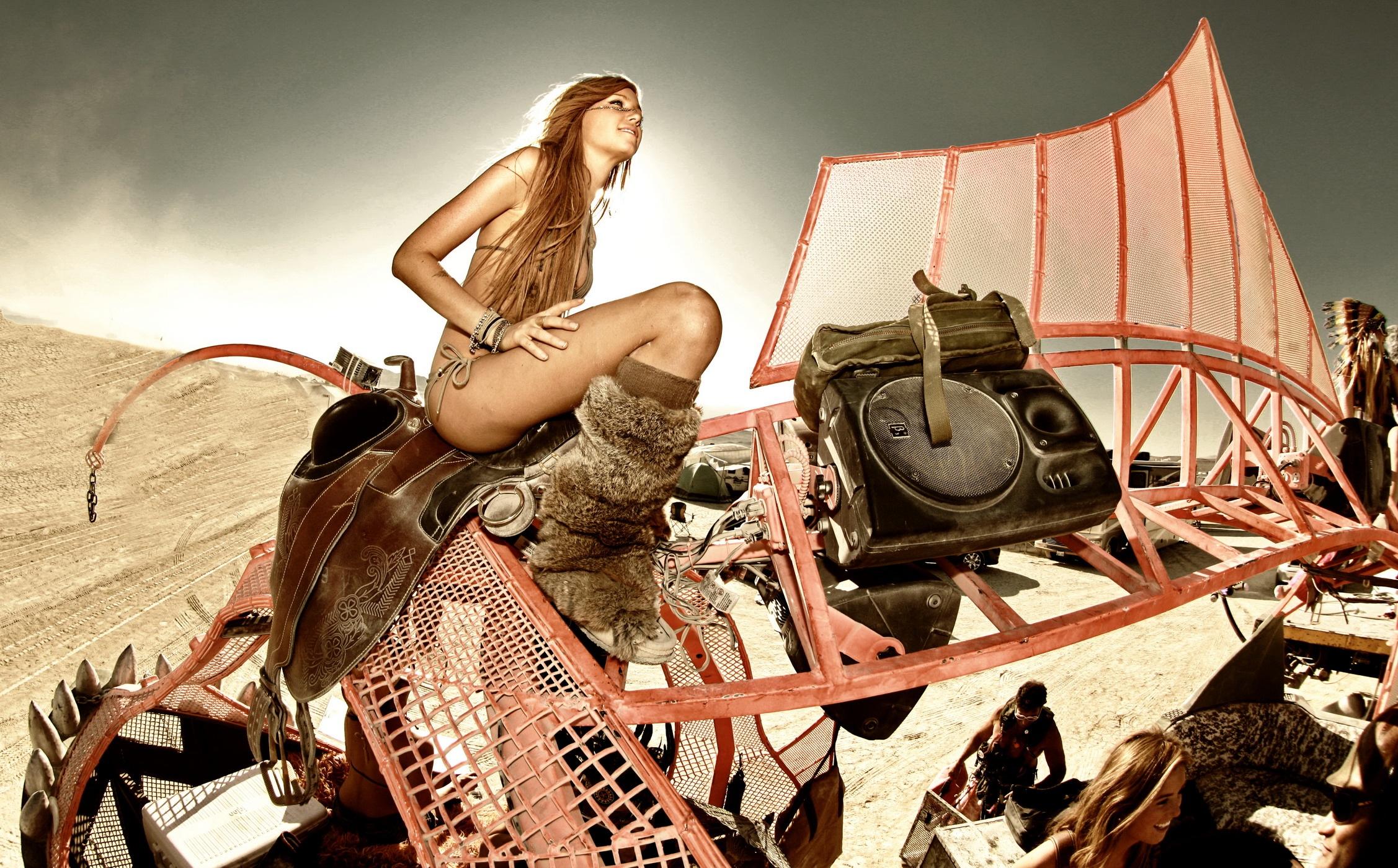 Tomas-Loewy-Burning-Man-2011-Highlights-pre-selection-138-.jpg