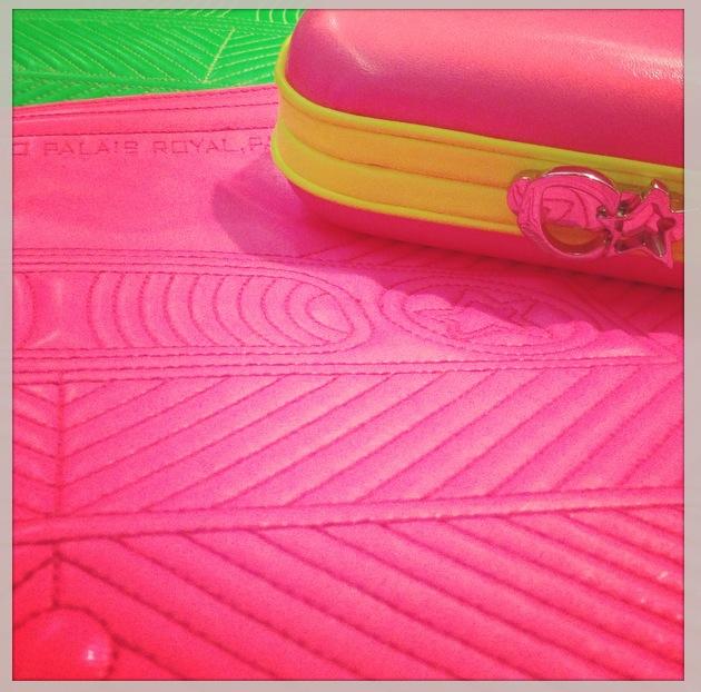 corto moltedo pink neon cassette