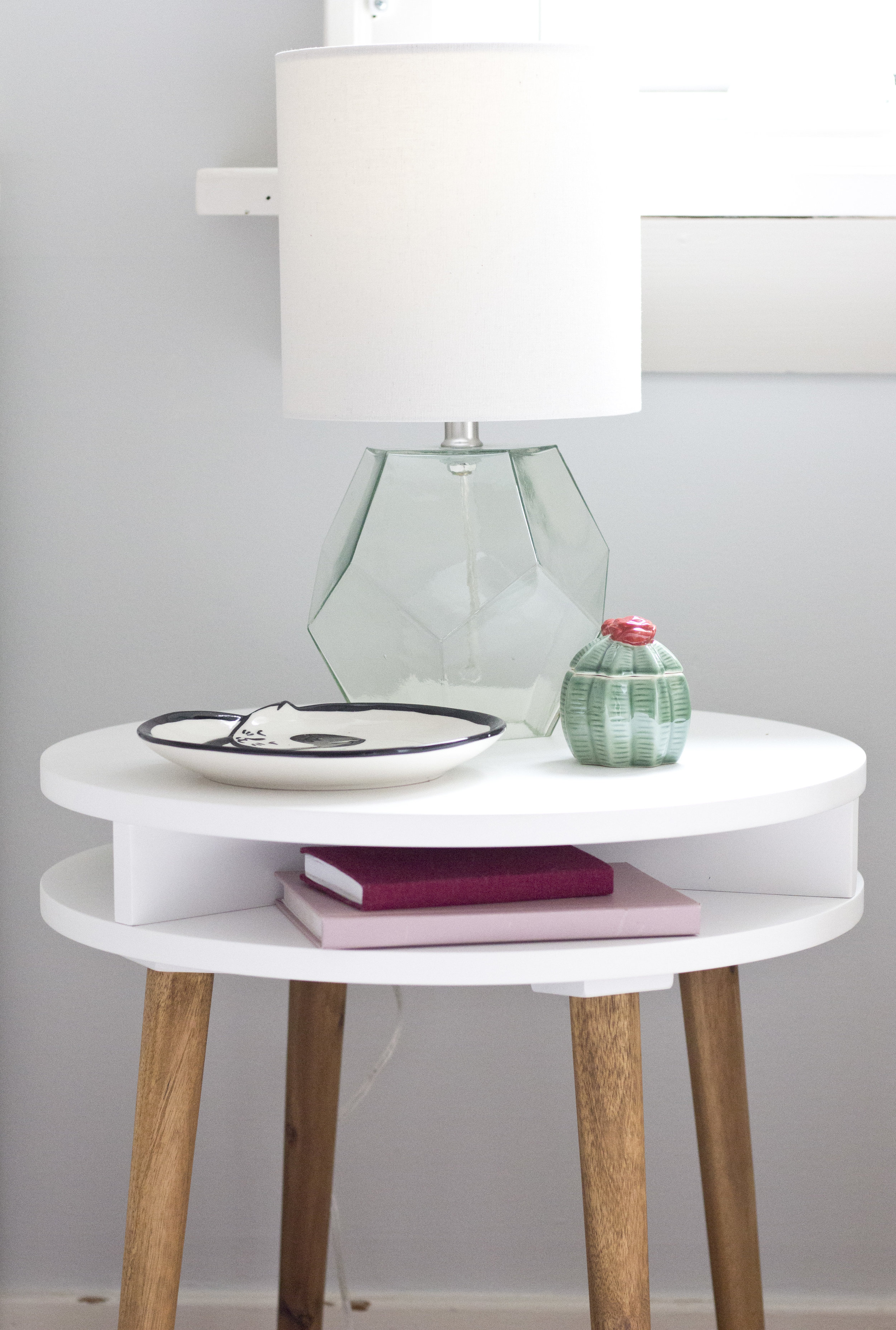 Gen_detail_bedside table_IMG_6864.JPG
