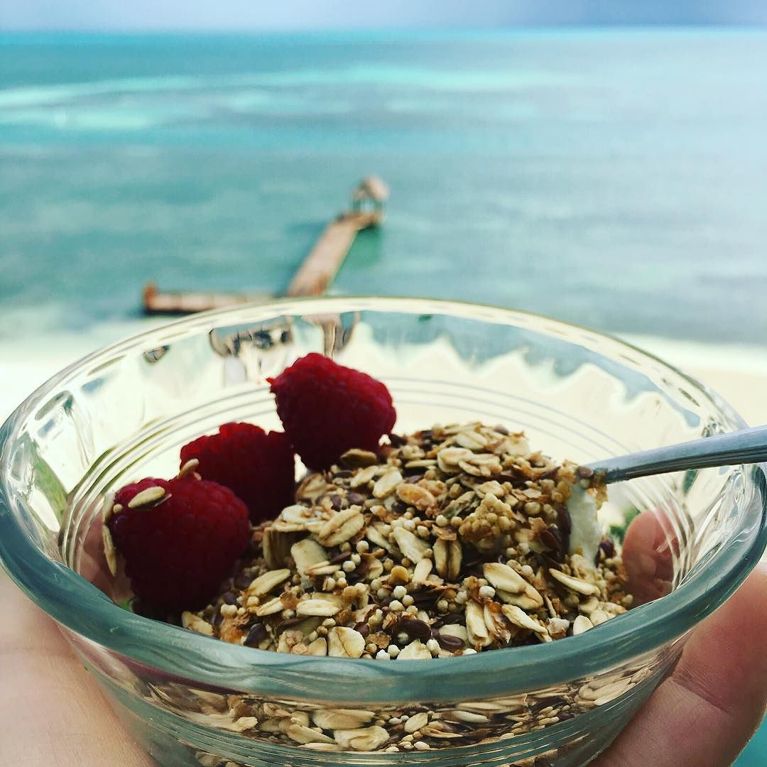 """A view like this makes everything better :) A post-walk, mid-morning snack: unflavored Greek yogurt with """"amaranto linaza"""" from #arantto. A combination of #flaxseed, #amaranth, #oats, and #bran. Small portion, long-lasting energy. #postworkoutsnack #beach #cancun #bushwicknutrition #healthytravels #protein #complexcarbs  http://ift.tt/1mZRAIE"""