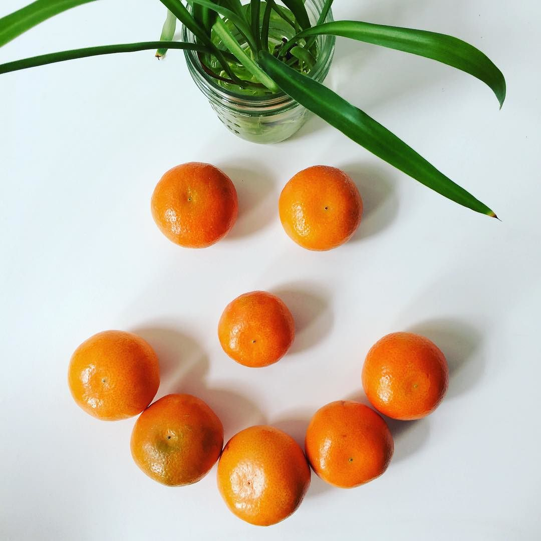 Aren't these the cutest little #mandarins you've ever seen? Two of these little guys provide 120% of your daily needs of #vitaminC (goodbye #emergenC) and about 10% of your #fiber needs. Also- because it requires peeling, it naturally slows you down. Great #snack option! #happymonday #smile #bushwick #bushwicknutrition #lazynutrition #lazynutritionist  http://ift.tt/1WugL0G