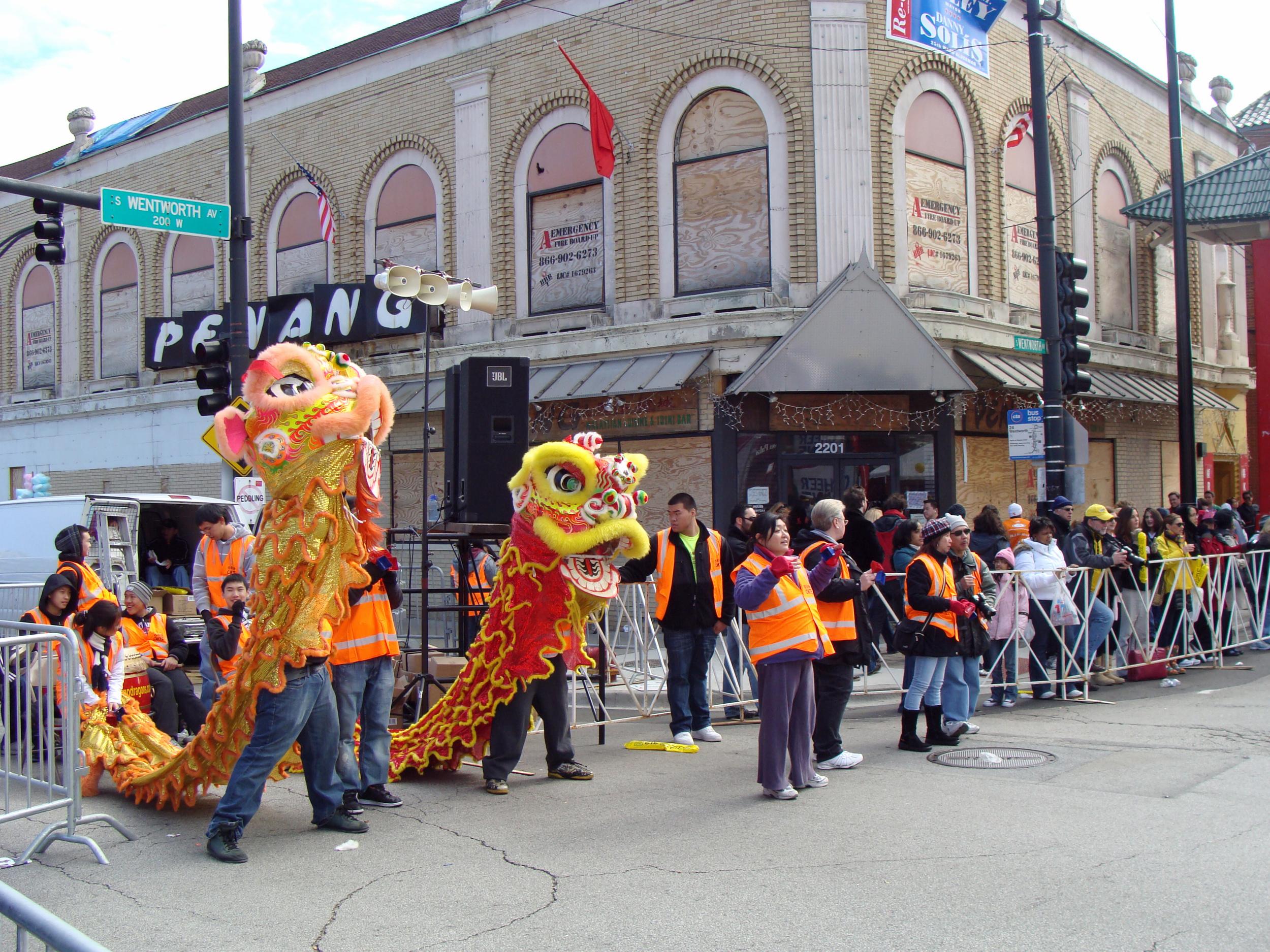 Chinatown_chicago_marathon commons.wikimedia.jpg