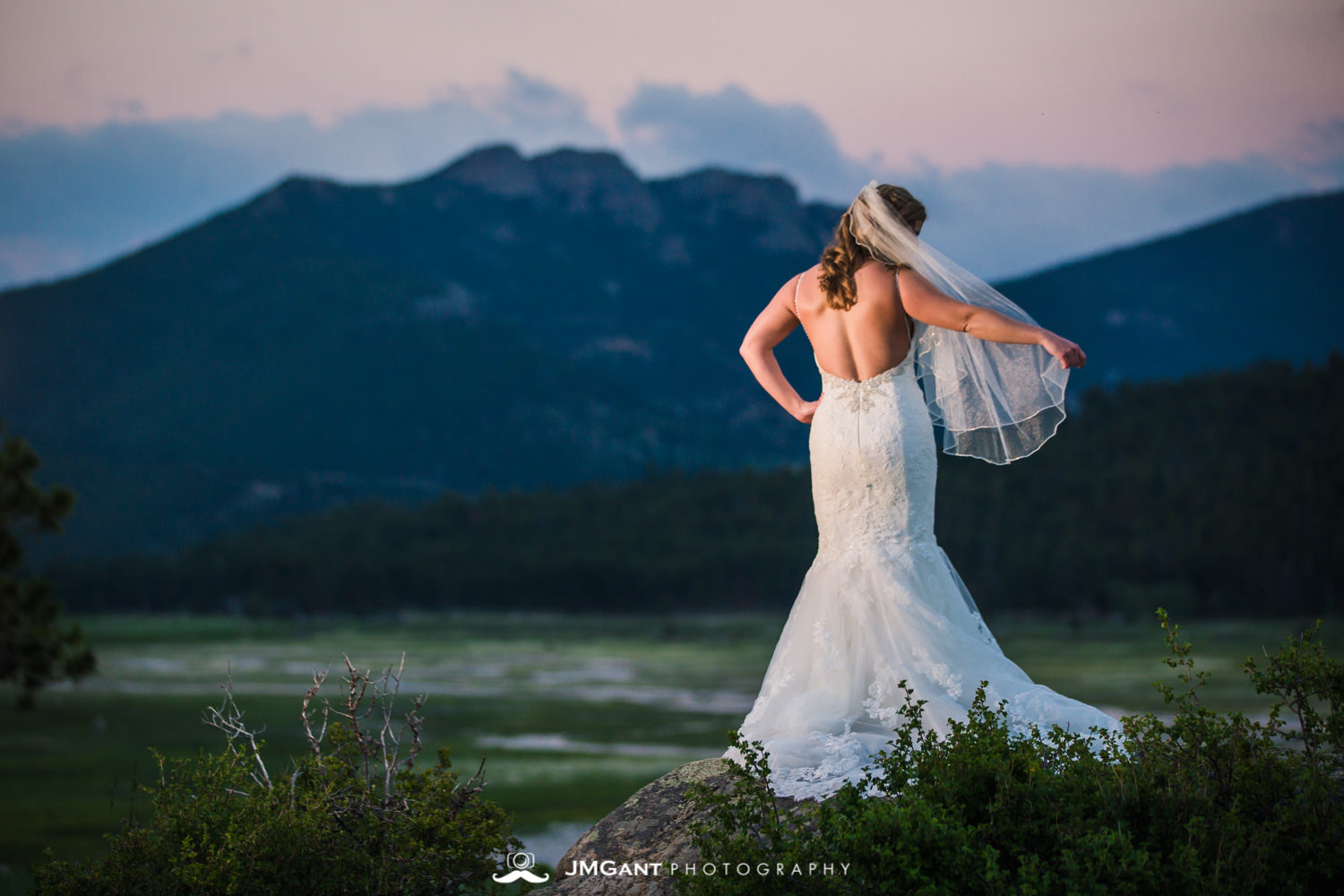 Rocky Mountain National Park first look wedding photos.