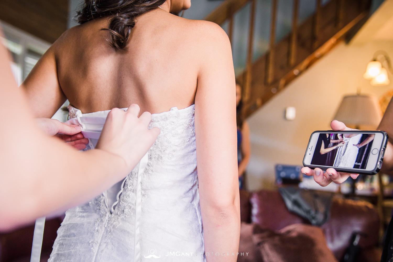 Vail Colorado Wedding | Bride getting dressed | Colorado wedding photographer | © JMGant Photography | http://www.jmgantphotography.com/