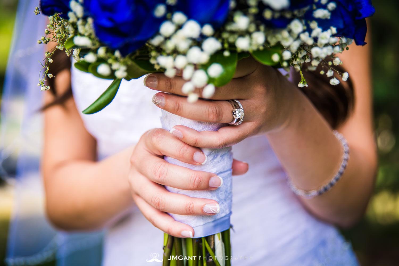 Vail Colorado Wedding | Bride and groom in Vail village | Colorado wedding photographer | © JMGant Photography | http://www.jmgantphotography.com/