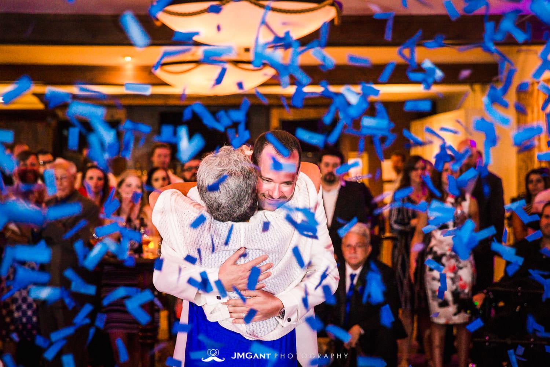 Vail Colorado Wedding | Mother son dance | Colorado wedding photographer | © JMGant Photography | http://www.jmgantphotography.com/