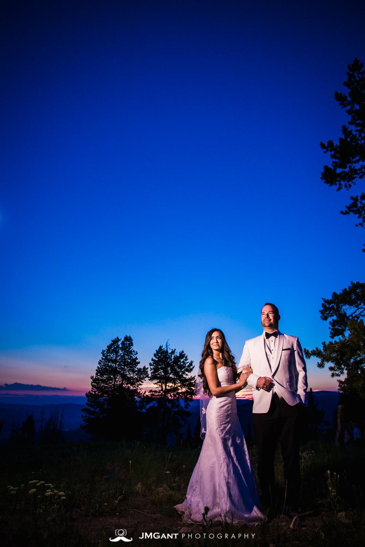 Vail Colorado Wedding | Bride and groom mountain top sunset | Colorado wedding photographer | © JMGant Photography | http://www.jmgantphotography.com/
