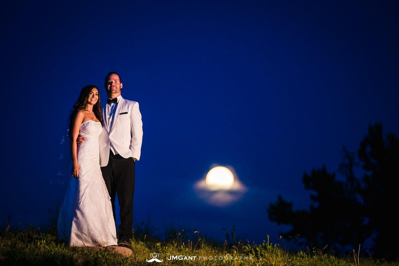 Vail Colorado Wedding | Moon rise | Colorado wedding photographer | © JMGant Photography | http://www.jmgantphotography.com/