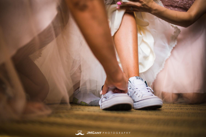 Platte River Fort Wedding | Bride getting ready | Greeley Colorado wedding photographer | © JMGant Photography | http://www.jmgantphotography.com/