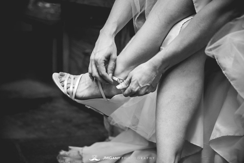 Anthony Chapel Wedding | bride getting ready | Hot Springs Arkansas Wedding photographer | © JMGant Photography | http://www.jmgantphotography.com/