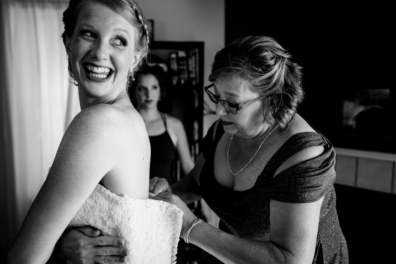 Getting ready for Boulder Colorado wedding at Sunrise Amphitheater by wedding photographer, JMGant Photography