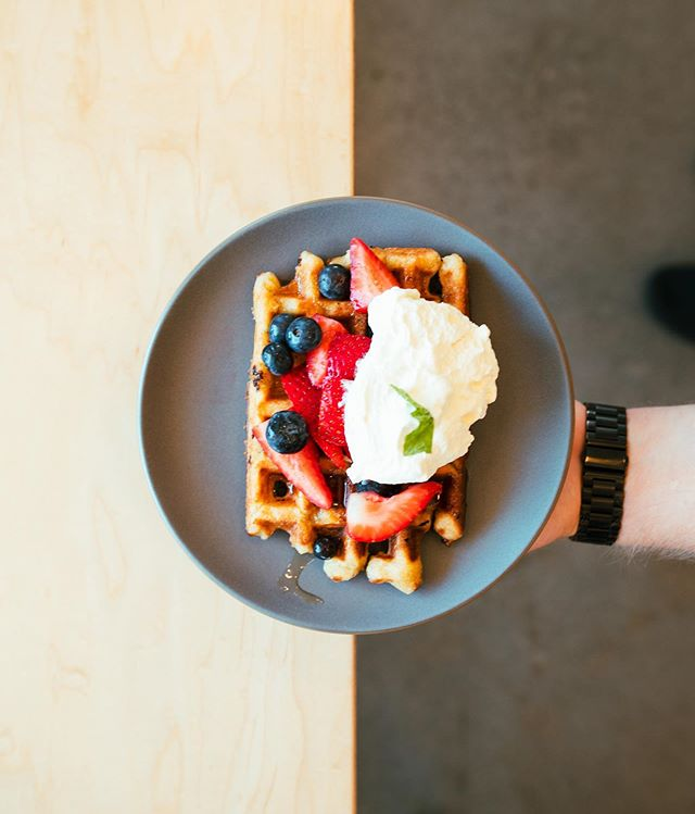It would be really (w)awful if your weekend missed out on this. 🤤 .. . #coffeedaily #bellinghamfood #coffeeshop #thirdwavecoffee #bellinghamcoffee #breakfastwaffles #baristadaily #Bellingham #bellinghamwashington #bellinghamlife #bellinghambay #breakfastideas #foodie
