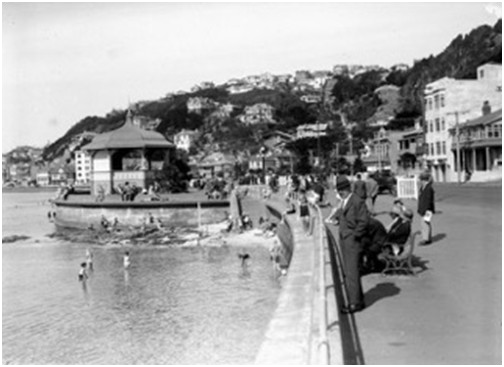 Oriental Parade and band rotunda (1932) Thanks to National Library.