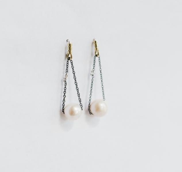 Kiersten Crowley chain pearl drop earring