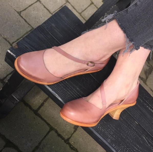 Neosens heel in blush or black,available at our Alberta location