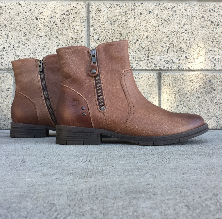 It's time for earth tones, y'all. Bring out the brown boots before we pull out those black winter boots. These Børns are sure to do the trick all season.