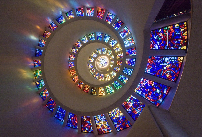 o-GLORY-WINDOW-SPIRAL-STAINED-GLASS-WINDOW-900.jpg