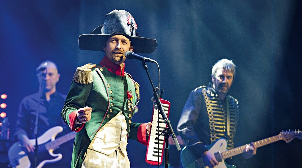 Neil Hannon with The Divine Comedy touring with their latest album Foreverland