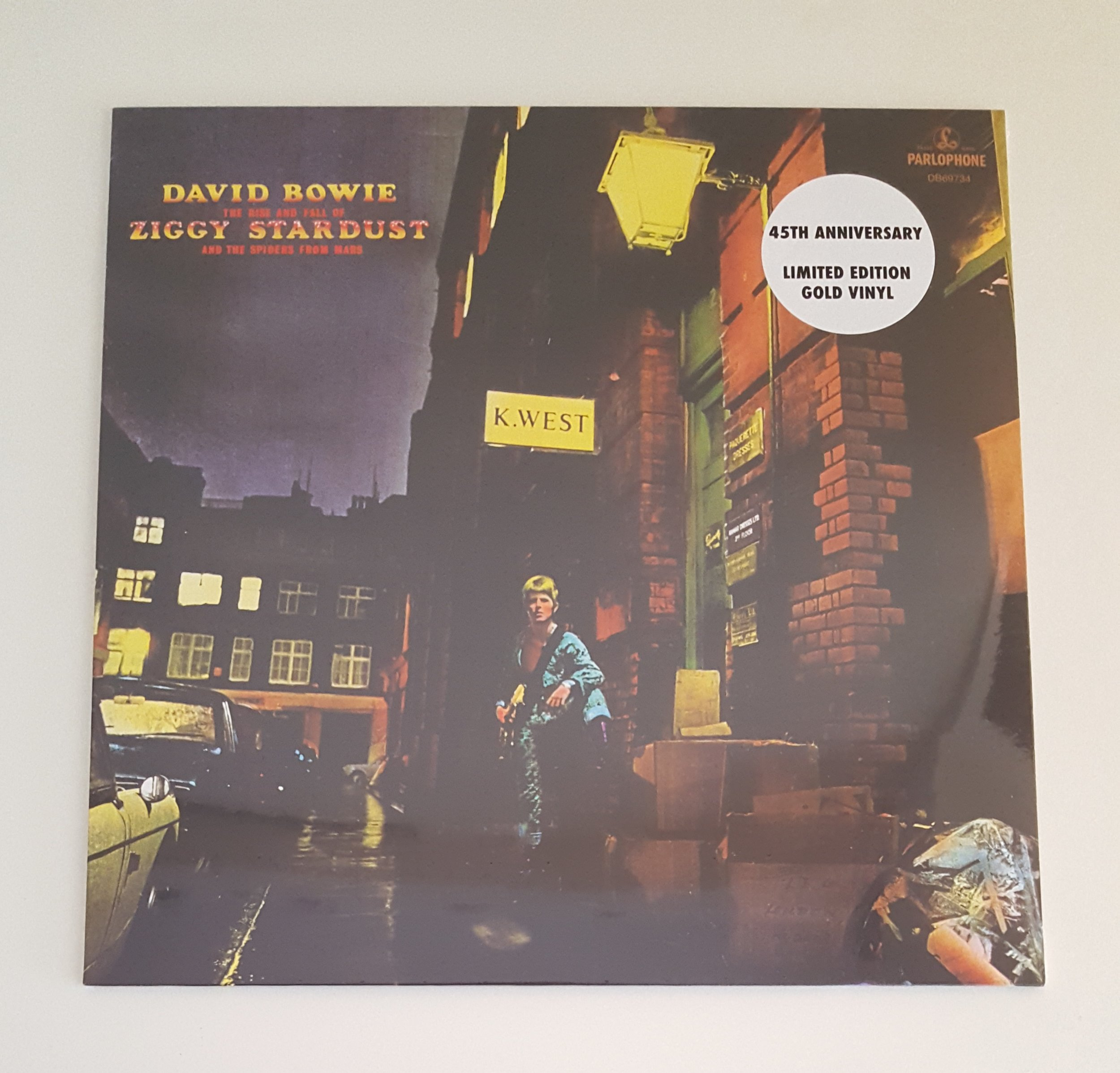 A limited edition in gold of Bowie's most famous album.