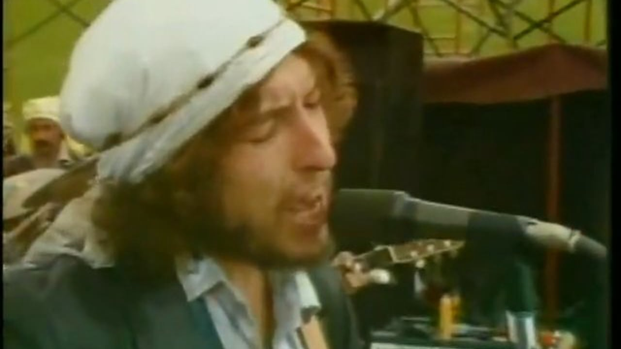 Bob Dylan shelters in '76