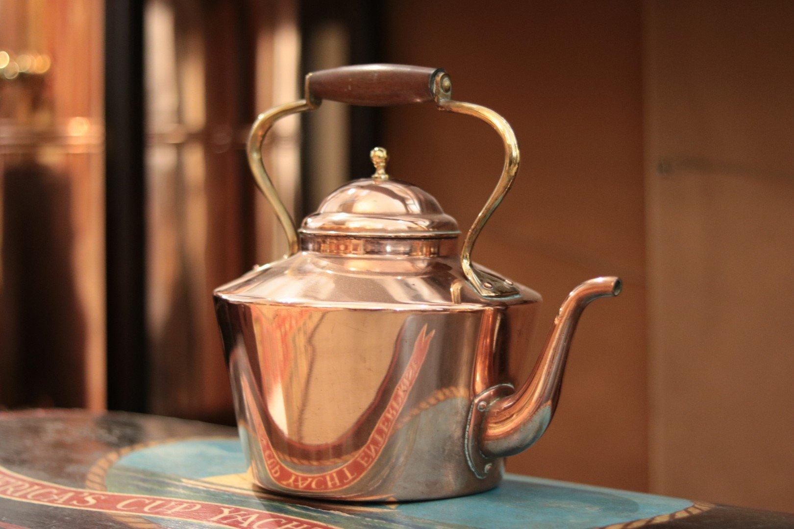 Gratuitous copper pot