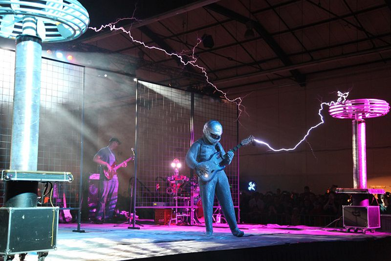 Sparky: ArcAttack perform with a massive Tesla coil