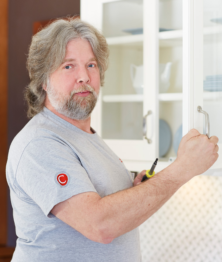William Merideth  Cabinet Installer and Trim Carpenter  William has been creating beautiful kitchens and baths with Custom Kitchens since 1994. Our customers rave about his work, calling him an artist and a pleasure to have in their home.