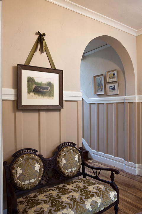 Victorian_Reux_Hanging-Art_Foyer_1004.jpg