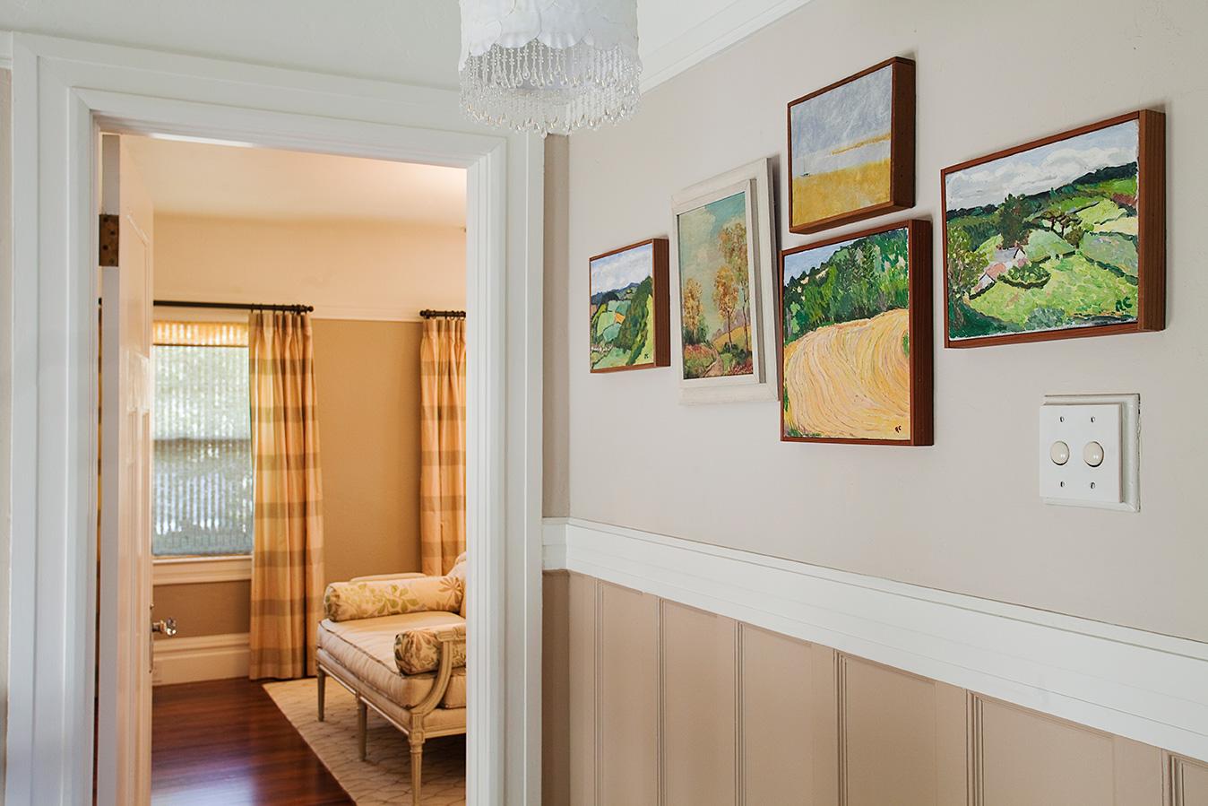 Victorian_Reux_Hallway.jpg