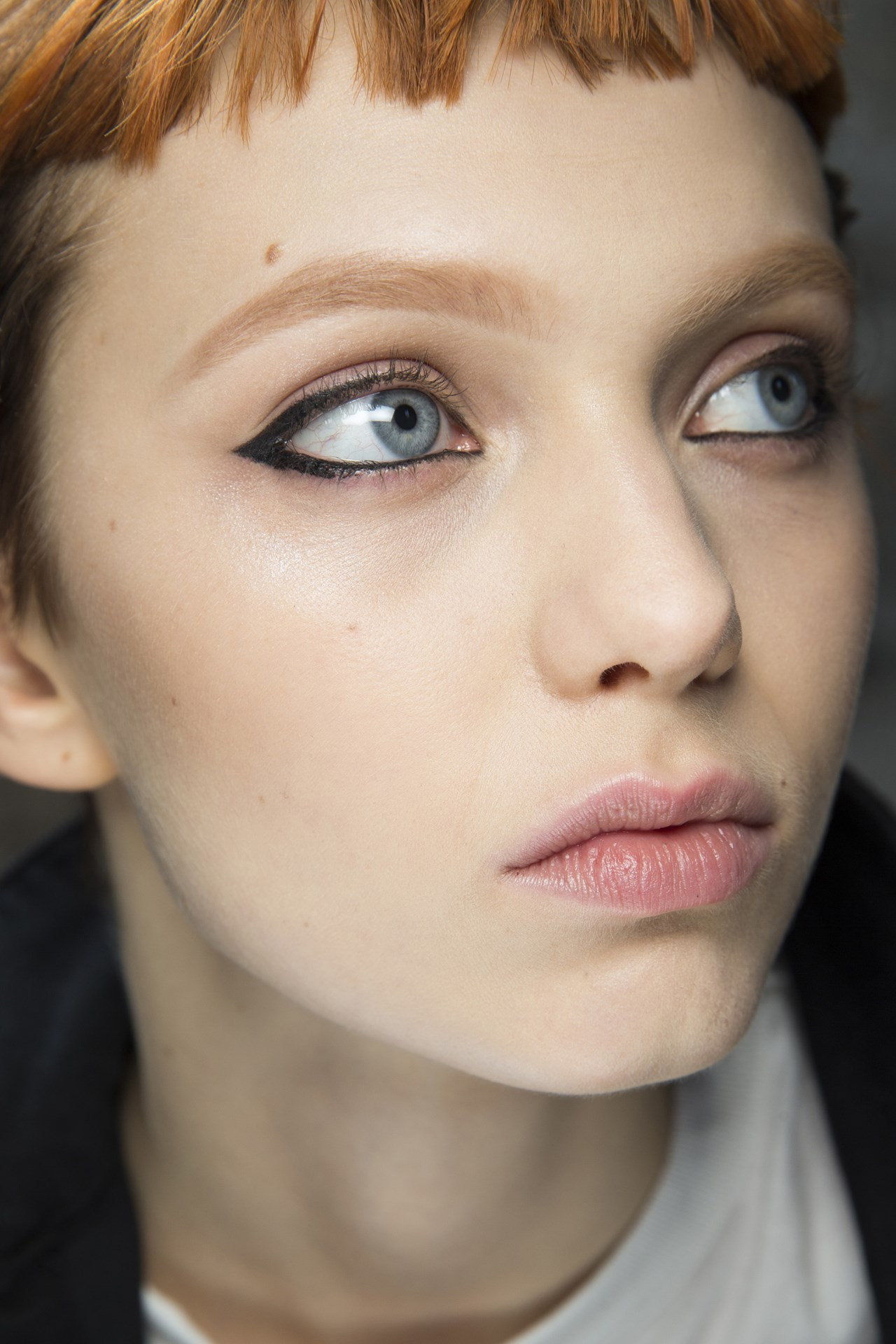 Emilio Pucci - Diane Kendal created a graphic black liner look at Emilio Pucci, complemented by clean skin and a little cream shadow around the eyes.