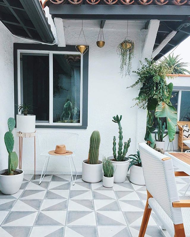 Outdoor space is just as important as indoor space. 🌵 @designlovefest