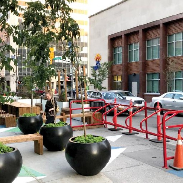 Check out this awesome @DowntownWpgBIZ pop-up park featuring some bench seating, great street art and the #Greenspoke Single Bike Stall. This high volume rack provides parking for up to 14 bikes - the same space required for one car! A joining post can be used to mount multiple stalls side by side for additional parking capacity. ----------------------------- #GoGreenSpoke #bikerack #bikeparking #bicyclerack #bicycleparking #instacycling #cyclingpics #bikegram #instabicycle #cycleTO #torontocycling