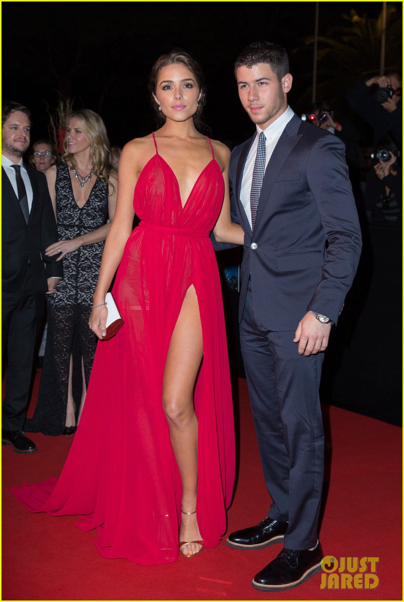 nick-jonas-girlfriend-olivia-culpo-heat-up-the-red-carpet-at-mipcoms-opening-night-02.jpg