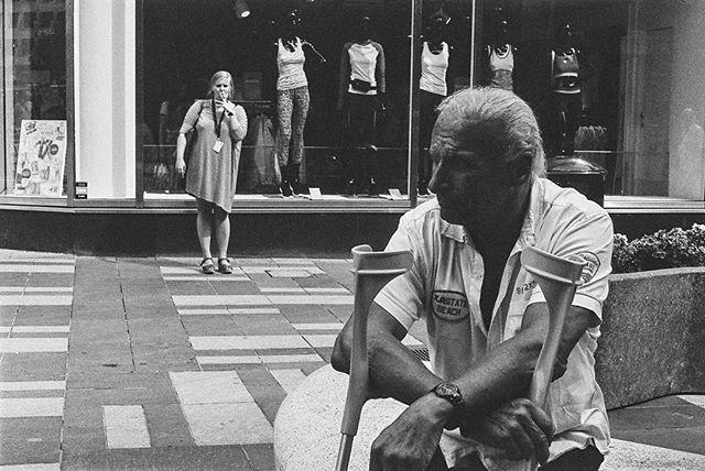 #streetphotography #streettogs #street  #streetphoto #streethunters #streetleaks #upsp #leica #leicam4 #m4 #gatufoto #candid #burnmyeye #streetphotography_bw #streetsby @streetsby #ourstreets #buyfilmnotmegapixels #analog #analogphotography #filmphotography #stockholm #leicacamera #leicaphoto #50mm #leica_photos #elmar #kodak #trix #blackandwhitephoto