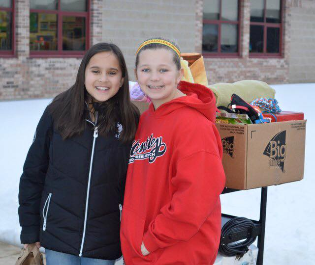 Red Raider 10U player, Meghan Ryan, helped organize donations, which collected 336 donated items that were delivered to the Huntley Animal House Shelter.  Great job Meg!!