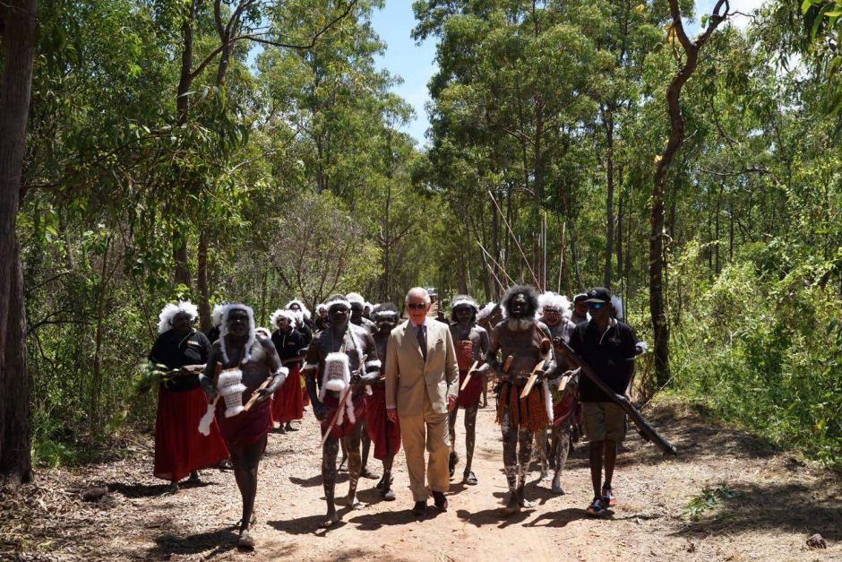 PHOTO:Prince Charles walks with traditional owners in Nhulunbuy.(ABC News: Georgia Hitch)