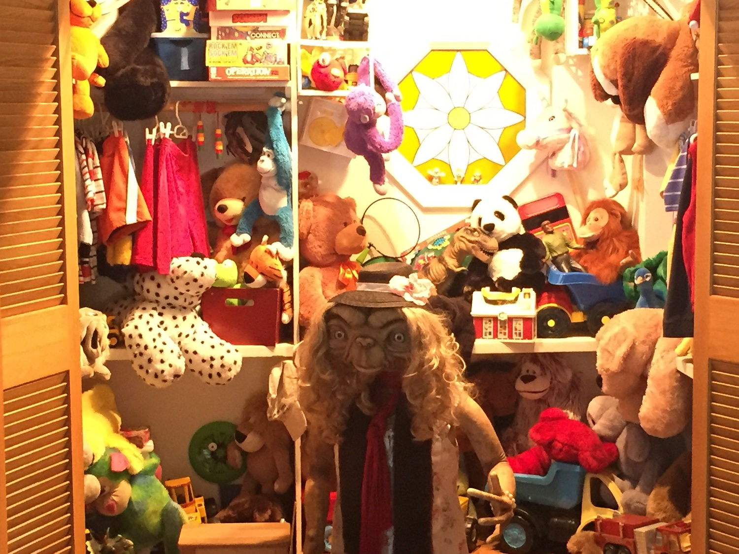 After riding E.T. Adventure, guests can take a picture with E.T. in E.T.'s Toy Closet.