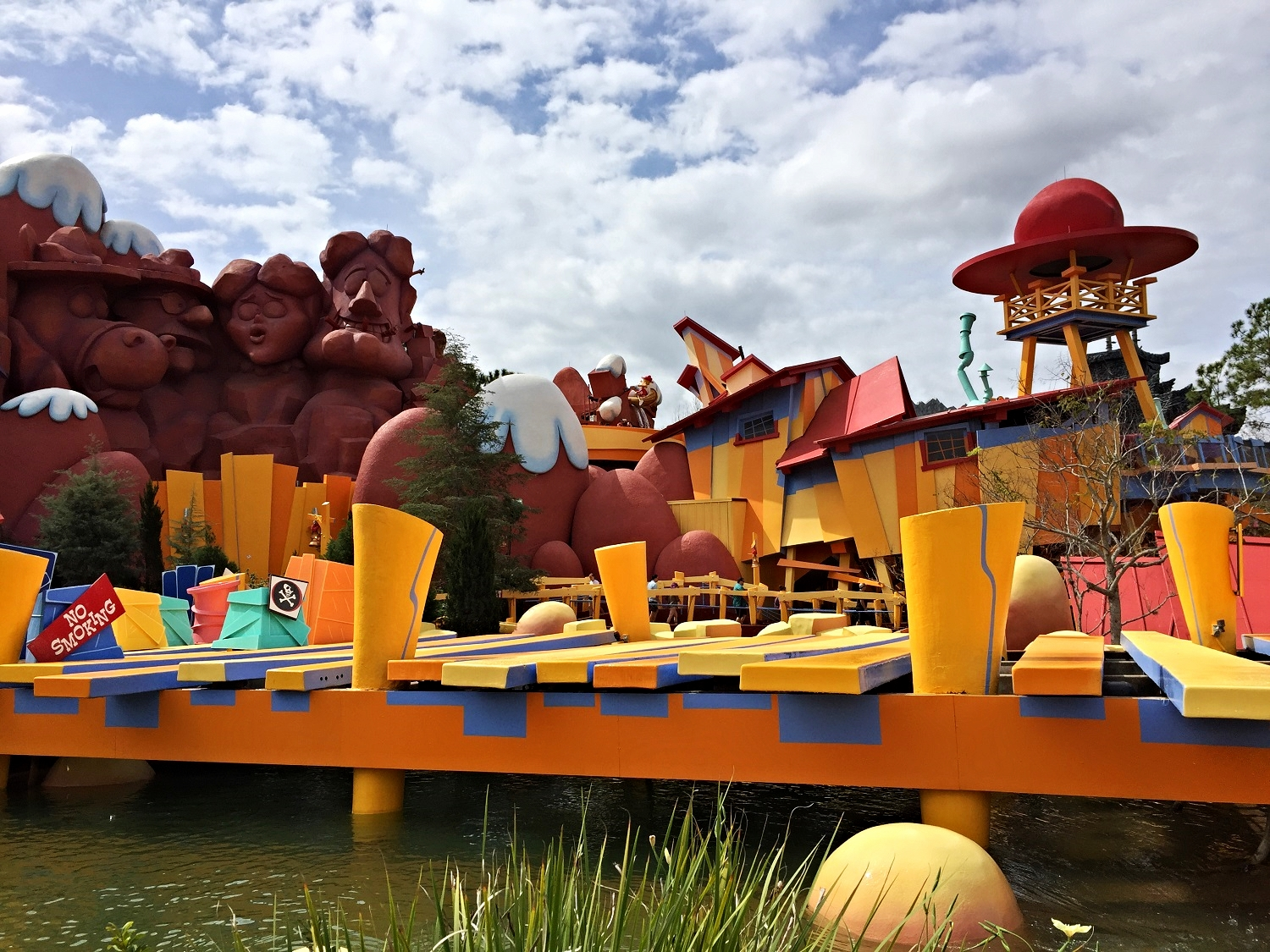 Dudley Do-Right's Ripsaw Falls Exterior