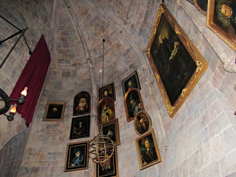 More Portraits in Dumbledore's Office in the Forbidden Journey Queue