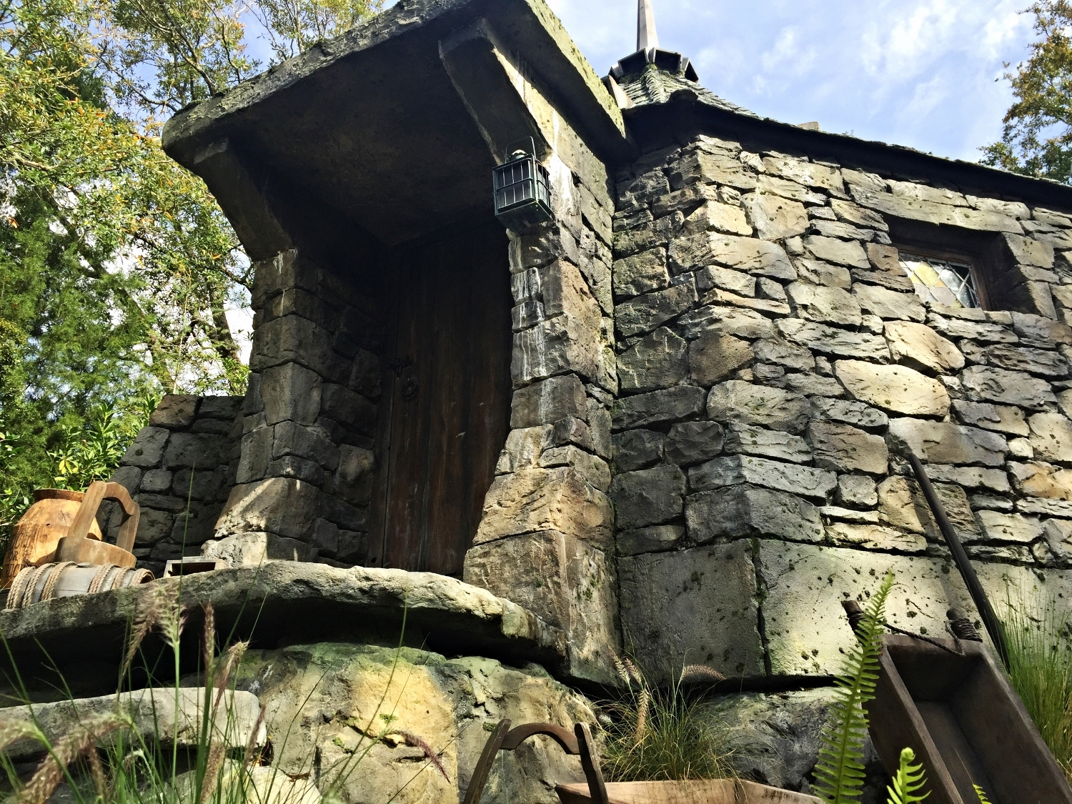 Looking at Hagrid's Front Door From the Flight of the Hippogriff Queue