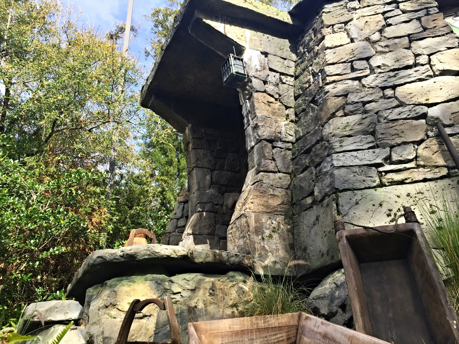 Seeing Hagrid's Front Porch From the Flight of the Hippogriff Queue