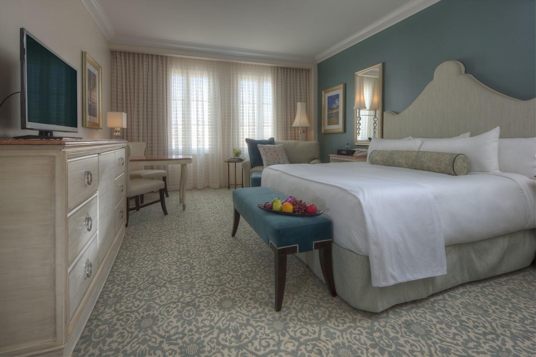 Loews Portofino Bay Resort standard room with a king bed. Image credit: Loews Hotels.