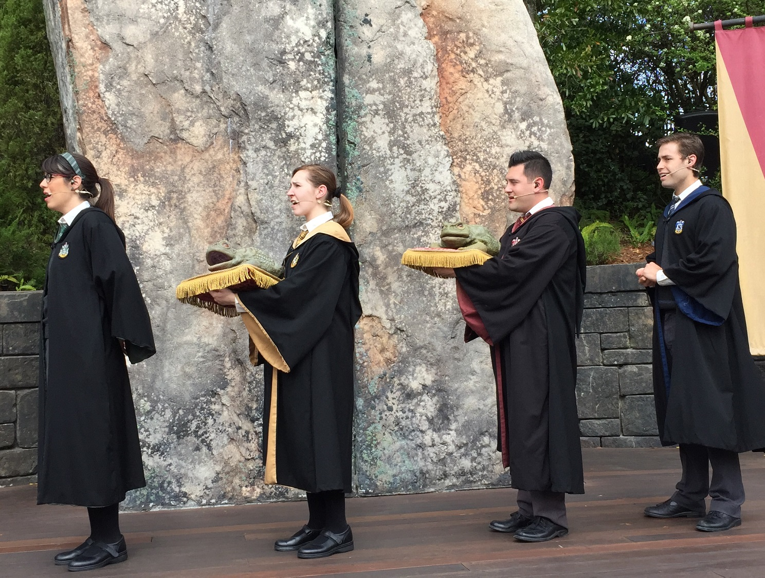 The Frog Choir consists of four Hogwarts students (and two croaking frogs) who perform several Wizarding World themed songs between Hogwarts Castle and Hogsmeade Village.