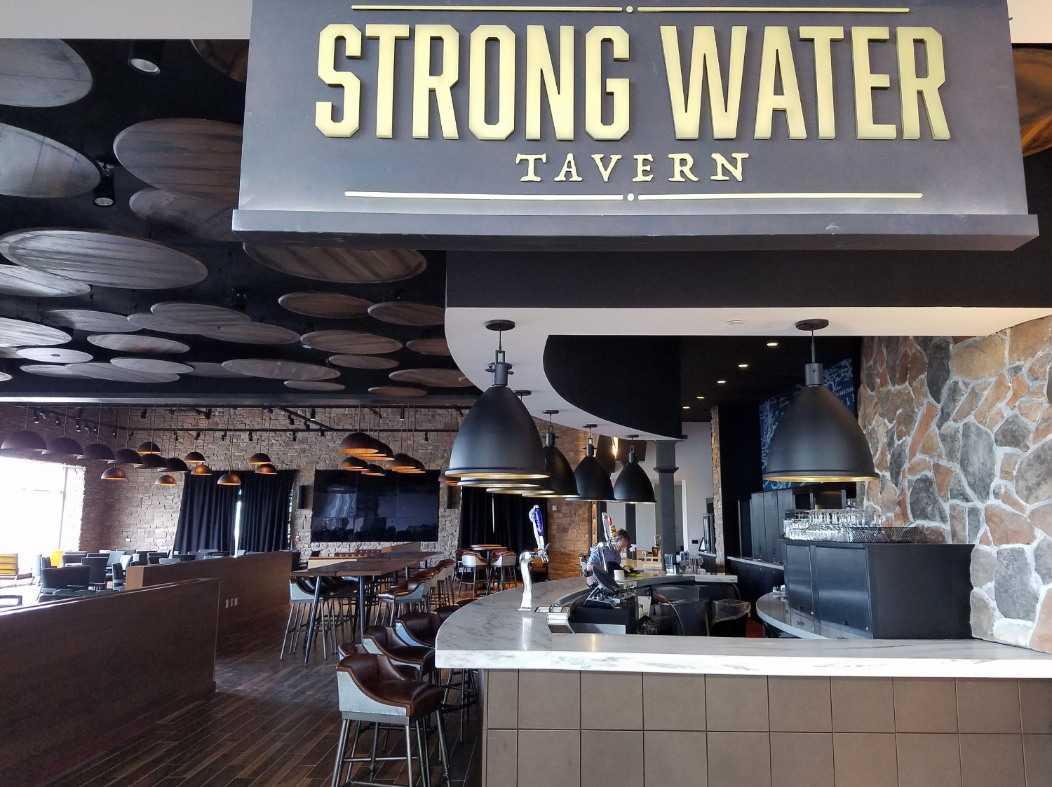 strong-water-tavern-dining-review.jpg