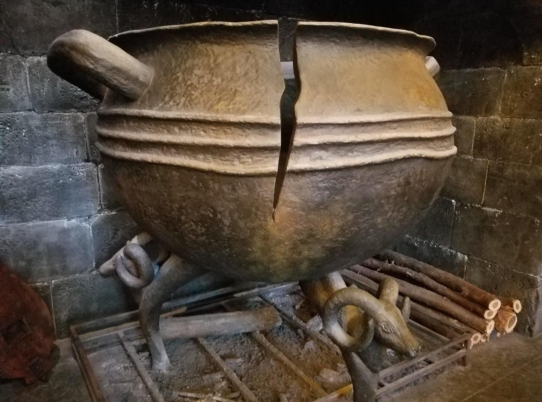 Cracked Cauldron at Leaky Cauldron
