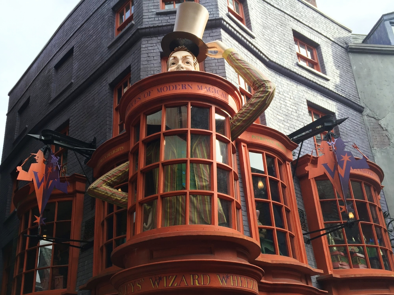 weasleys-wizard-wheezes-shop.jpg