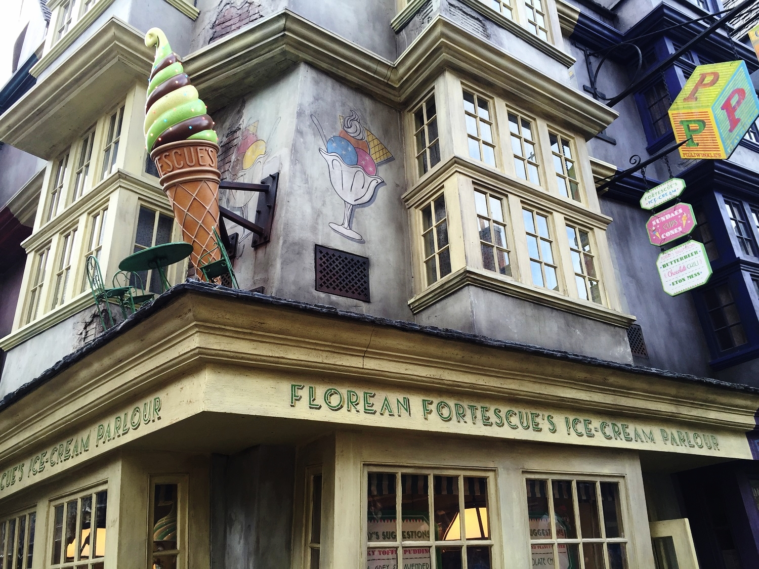 Florean Fortescue's Ice Cream Parlour - Potter-Themed Ice Cream and Drinks