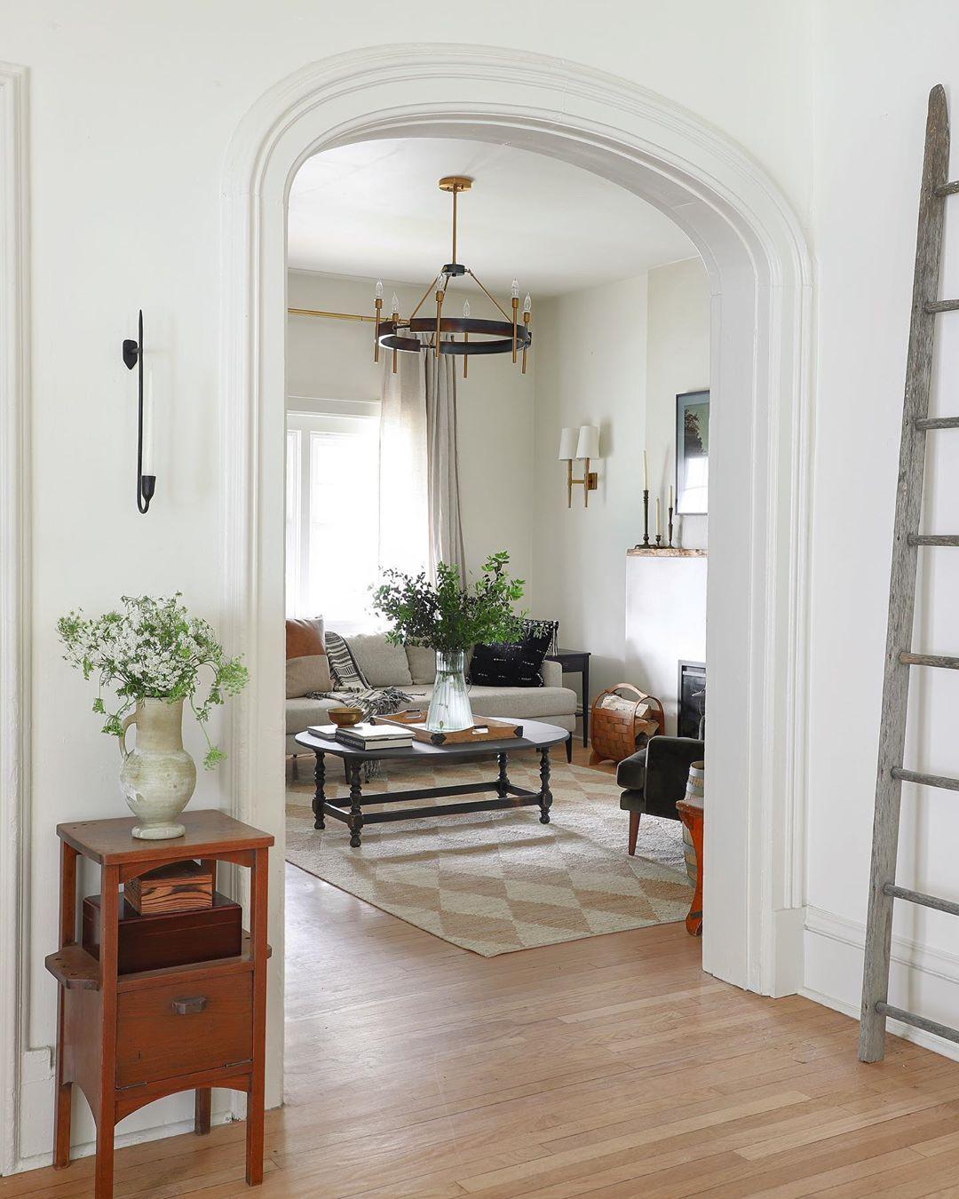 I Spy DIY Barnhouse Living Room